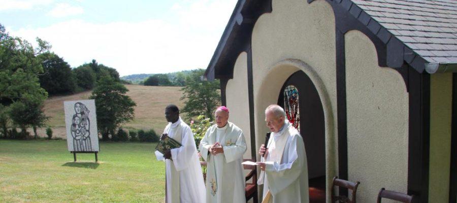 À Lisores, l'évêque bénit la chapelle de Fernand Léger